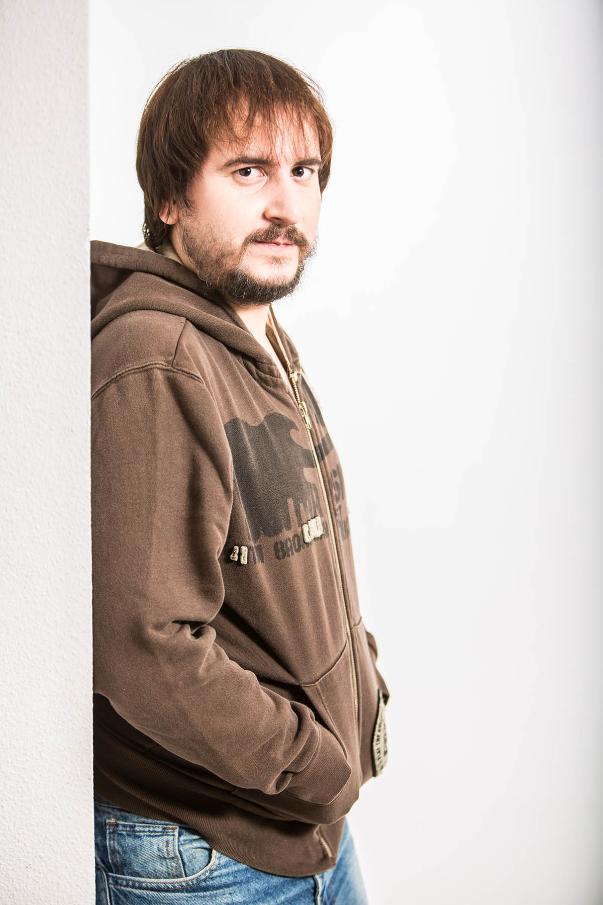 Felipe-Giner-medio-derecho-barba-pelo-largo-1
